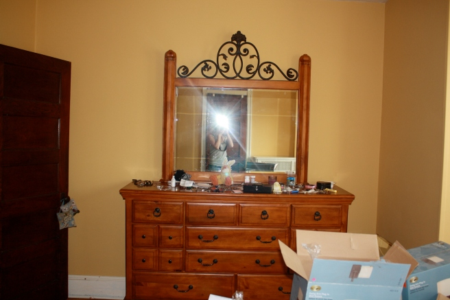 Lamps would totally clog this dresser up...
